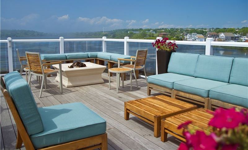 Enjoy in Rooftop Deck, Pool & Activities Newport Beach Hotel & suites