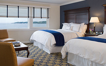 Guest Rooms in Newport Beach Hotel & Suites, Middletown