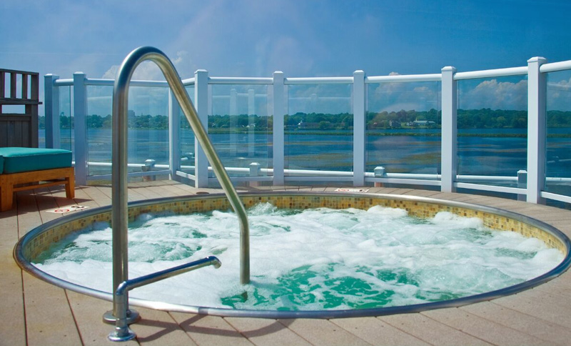 Rooftop Deck, Hot Tub, and Fire Pit of Newport Beach Hotel & Suites, Middletown