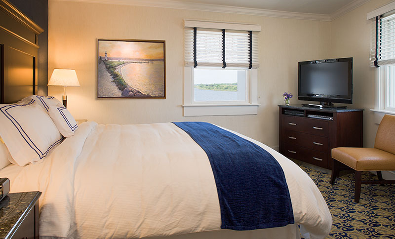 Two Separate Bedrooms at Newport Beach Hotel & Suites, Middletown