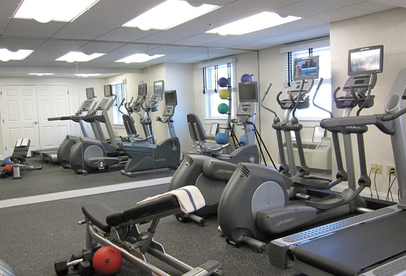 Fitness Center in Newport Beach Hotel & Suites, Middletown